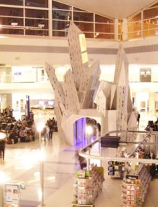 Seni Di Bandara Yang Menarik