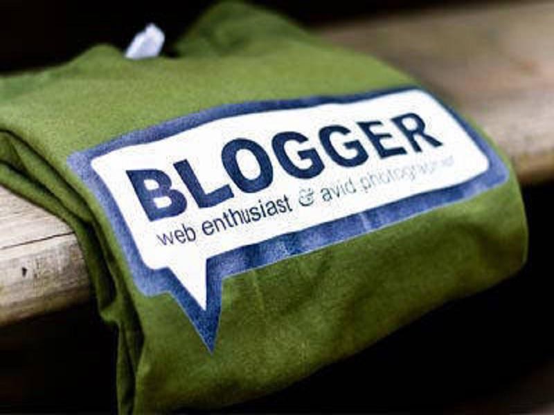 Bagian terpenting dari pemasaran produk dan jasa adalah promosi dengan blog. Namun